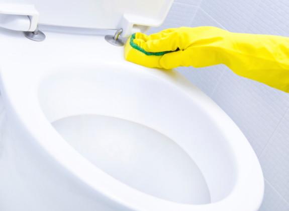 Hãy vệ sinh các thiết bị phòng tắm đúng cách để đảm bảo chất lượng